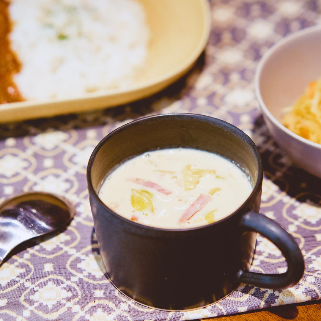 豆乳でまろやか♪キャベツとベーコンのミルクスープ