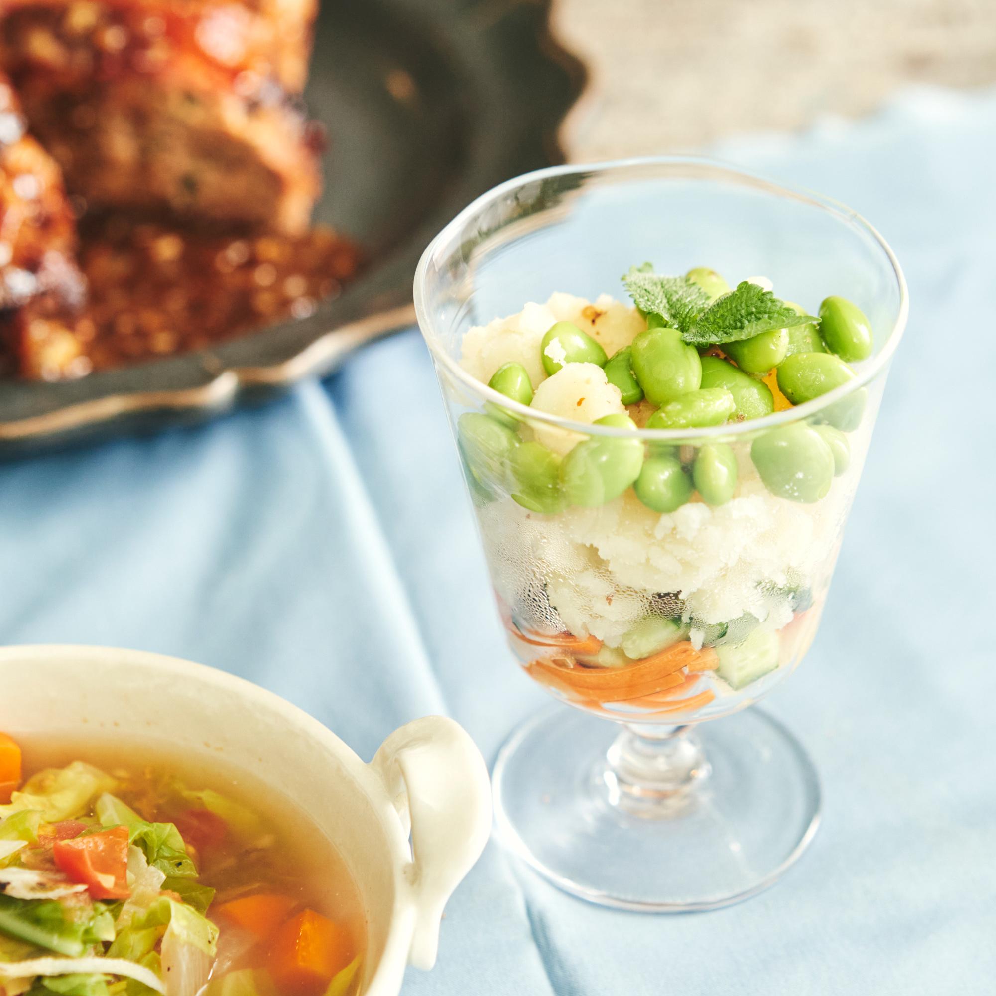 透明グラスを使って見栄え良く♪彩り野菜のミルフィーユサラダ