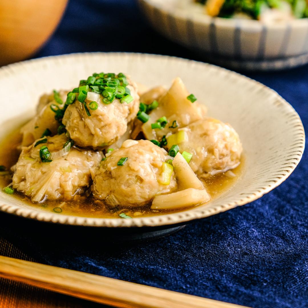 えのきでかさ増し♪ふわふわ鶏団子とレンコンの煮物